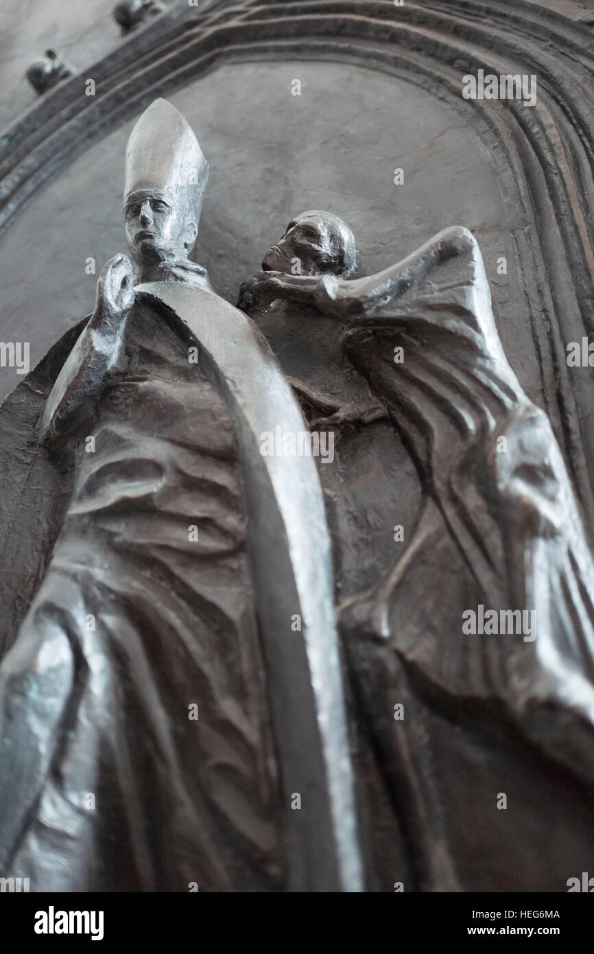 Bronze character of Joseph Kardinal Wendel, archbishop of Munich and Freising in the Church of Our Lady, Munich Stock Photo