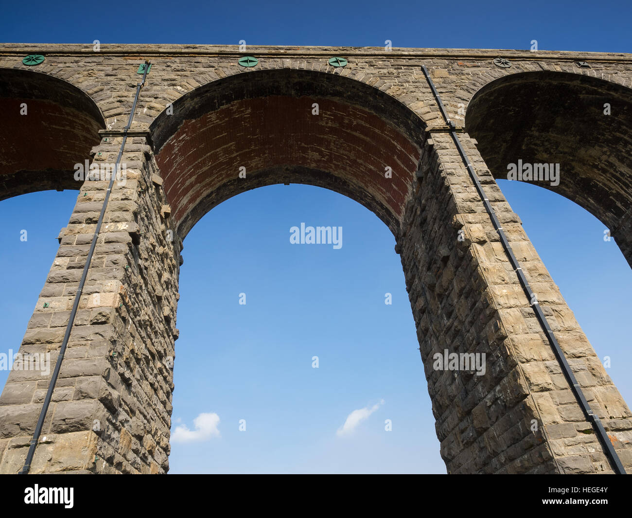 The Ribblehead Viaduct or Batty Moss Viaduct carries the Settle-Carlisle Railway across Batty Moss in the valley - Stock Image
