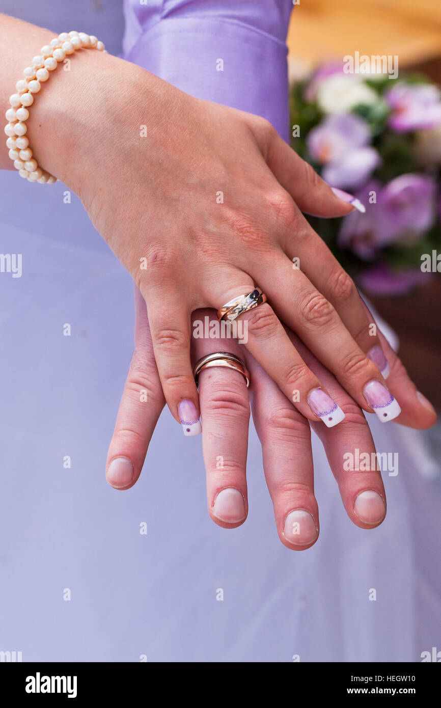Wedding Rings On Hand Stock Photos & Wedding Rings On Hand Stock ...