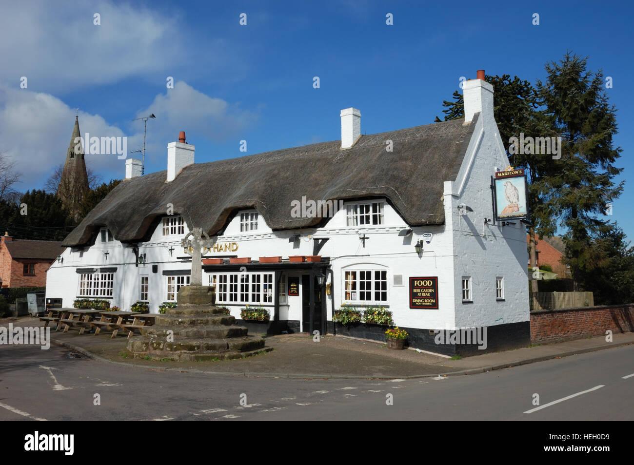 The Bird in Hand a 15th century thatched pub in Austrey, Warwckshire Stock Photo