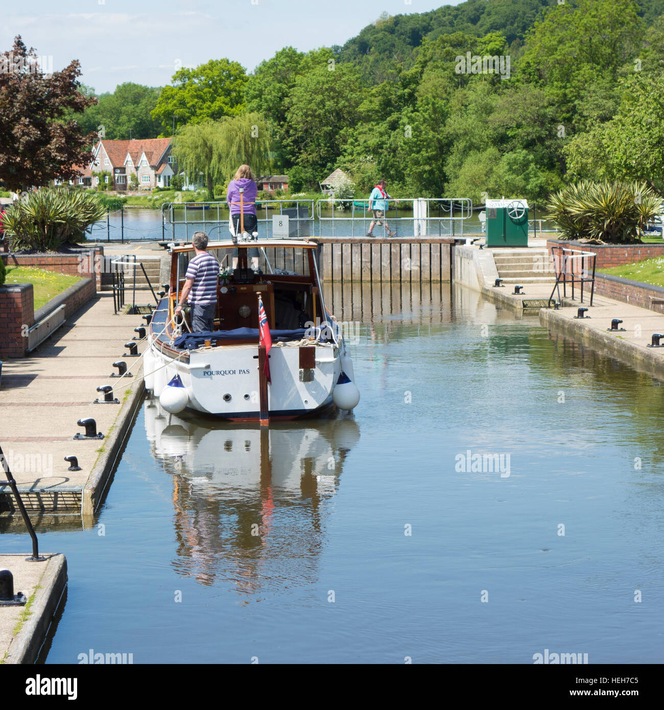 Motor boat passing through Hambleden lock, River Thames, Berkshire, England, UK - Stock Image