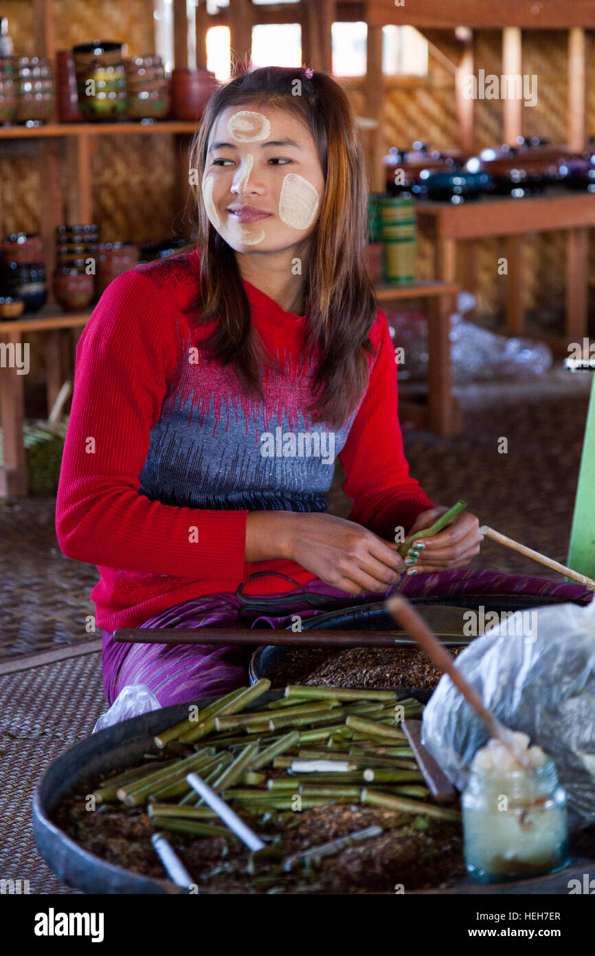 In a house of Lake Inle (Myanmar),a young female cigarette manufacturer at work. Jeune cigarière au travail - Stock Image