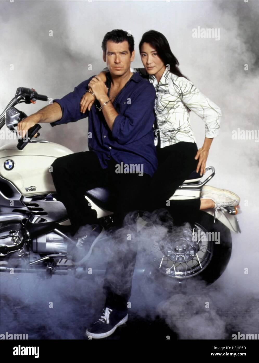 Pierce Brosnan Amp Michelle Yeoh James Bond Tomorrow Never Dies 1997 Stock Photo 129462073 Alamy