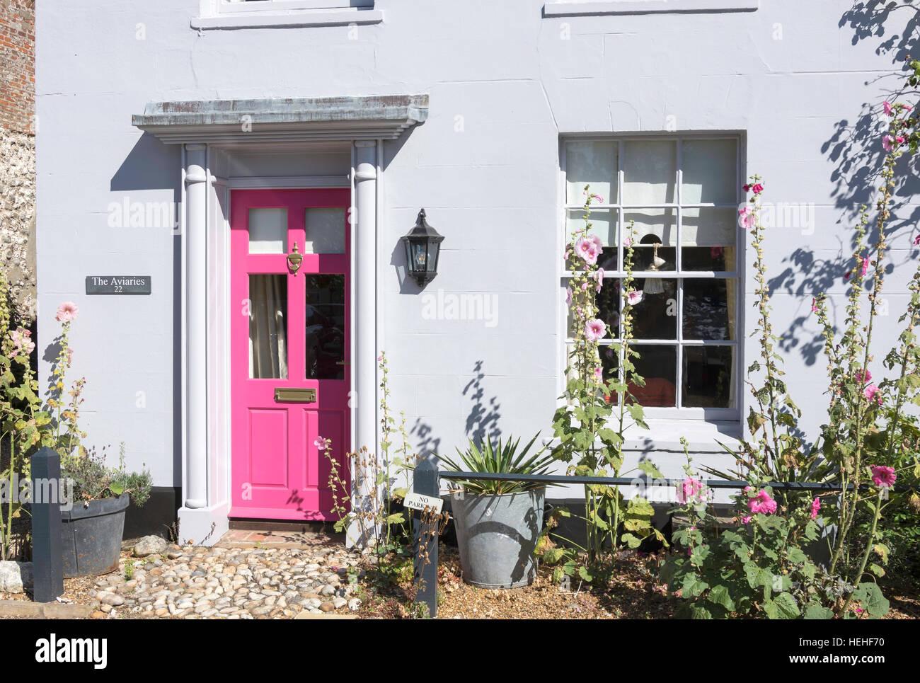 Pretty cottage frontage, Market Place, Burnham Market, Norfolk, England, United Kingdom - Stock Image