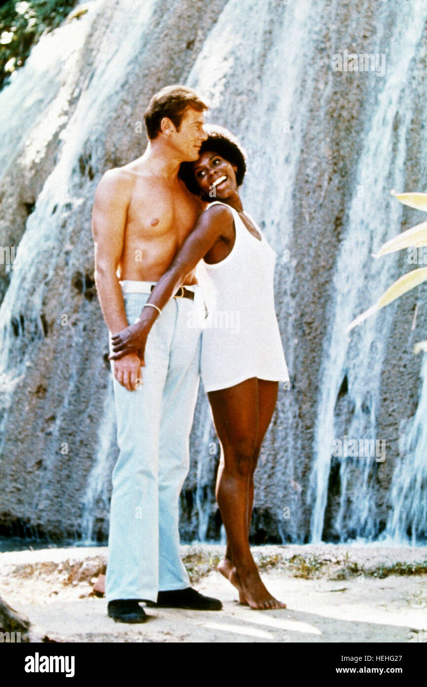 ROGER MOORE, GLORIA HENDRY,  LIVE AND LET DIE, 1973 - Stock Image