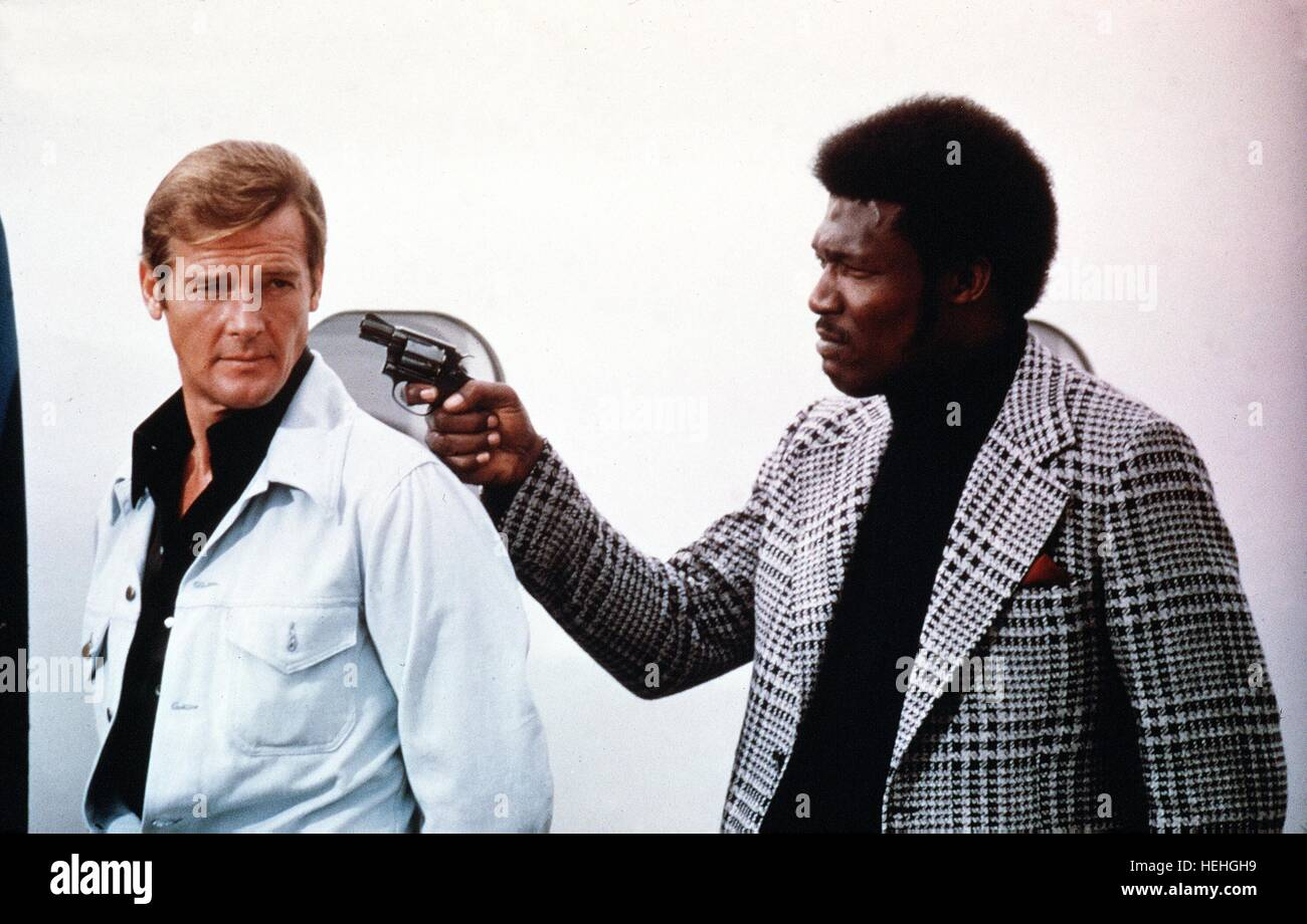 ROGER MOORE, TOMMY LANE,  LIVE AND LET DIE, 1973 Stock Photo