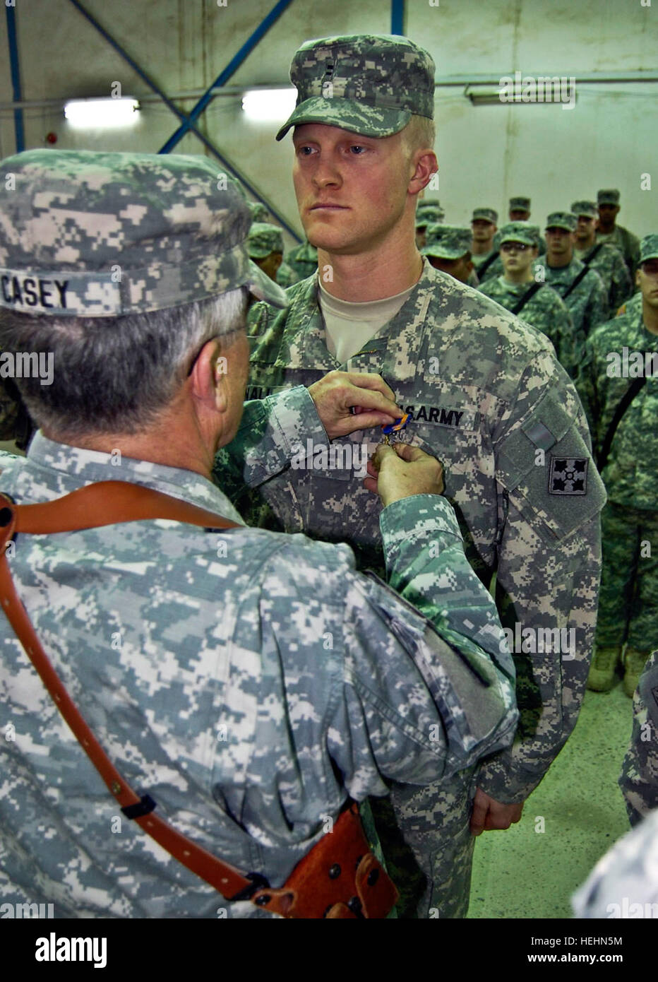 Chief of Staff of the Army Gen. George W. Casey Jr. present the Air Medal with Valor to Chief Warrant Officer 2 - Stock Image