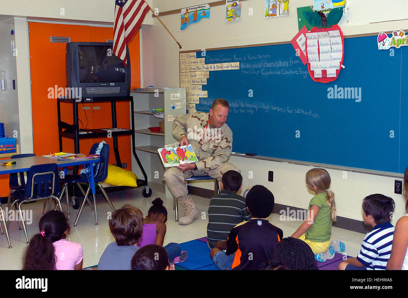 Navy Chief Petty Officer Eric Phillips, with Joint Task Force Guantanamo's Joint Detention Group, reads to a - Stock Image
