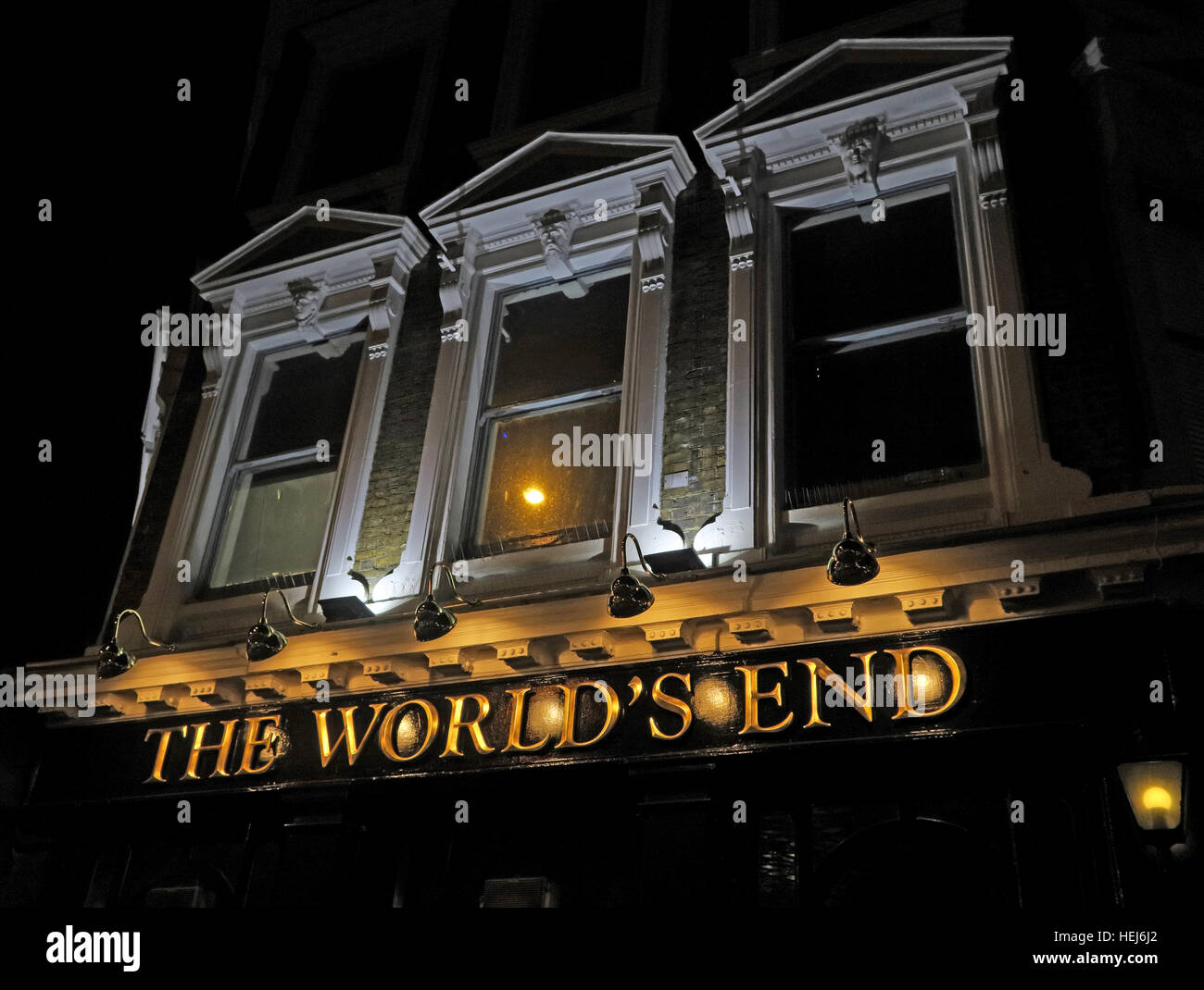 Camden Town at Night, North London, England, UK - The Worlds End Pub - Stock Image
