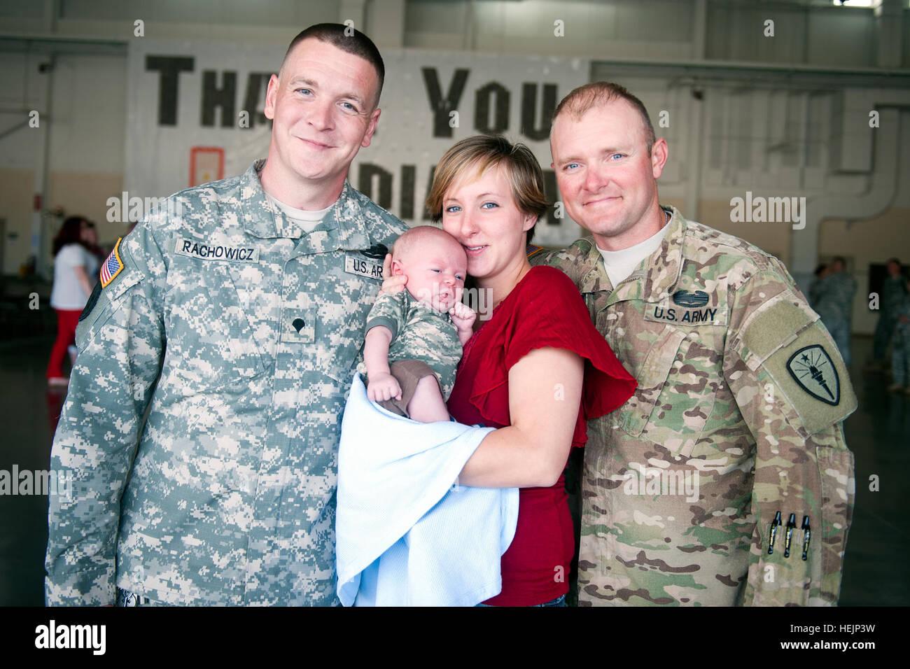 Indiana National Guard Spc. Douglas Rachowicz, wife Amanda Rachowicz, their son Brayden and her brother Sgt. Clinton - Stock Image