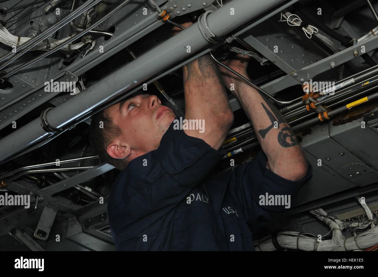 GUANTANAMO BAY, Cuba – Aviation Structural Mechanic Airman Antonio J. Daly of Helicopter Mine Countermeasures Squadron Stock Photo