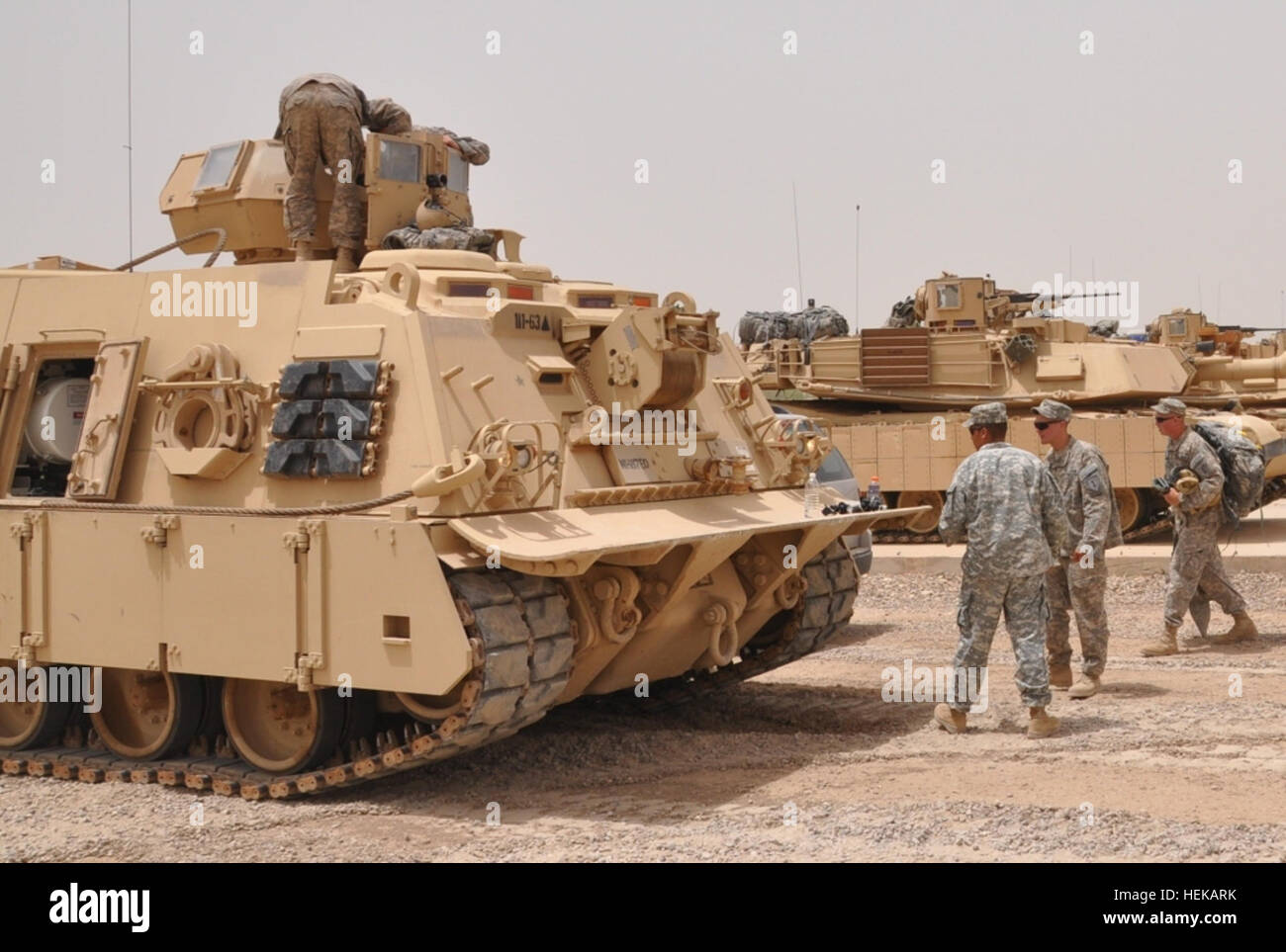 M88 hercules stock photos m88 hercules stock images alamy an m88 hercules crew with company e 1st dragon battalion 63rd armor reheart Images