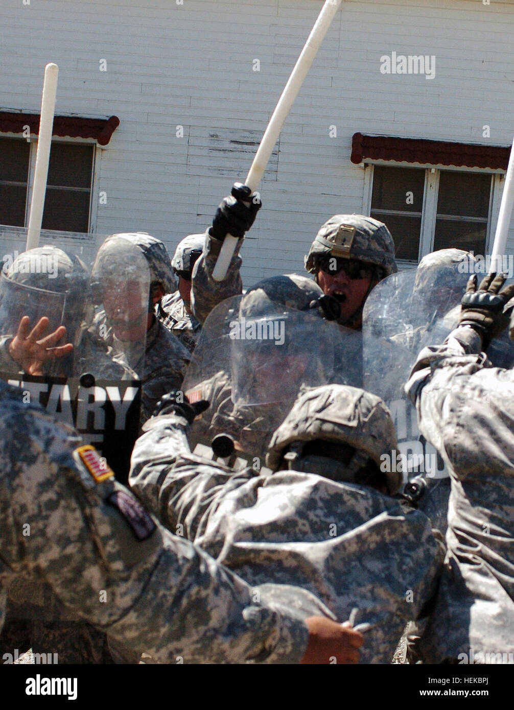 Soldiers from the 40th Military Police Company, 18th Military Police Battalion, 49th Military Police Brigade, California - Stock Image
