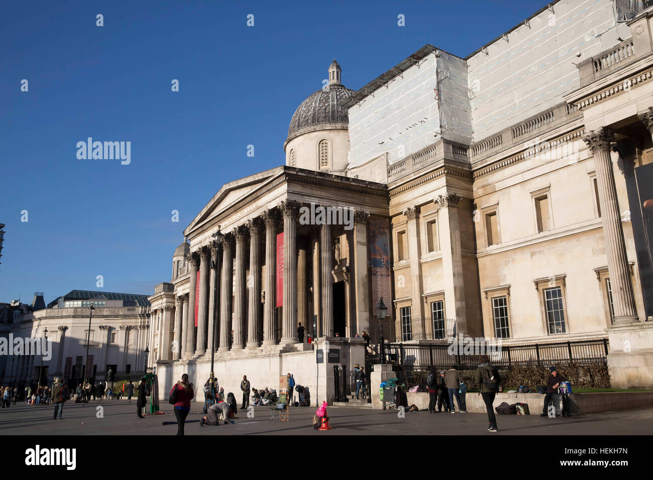 London, UK. 22nd Dec, 2016. Weather. Blue skies over London  © Keith Larby/Alamy Live News Stock Photo