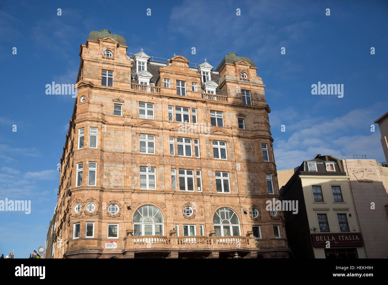 London, UK. 22nd Dec, 2016. Weather. Blue skies over London  © Keith Larby/Alamy Live News - Stock Image