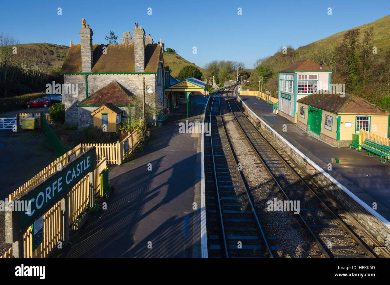 Corfe Castle, Dorset, UK.  22nd December 2016.  UK Weather.  Corfe Castle station in Dorset on the restored Swanage Railway basking under clear sunny blue skies.  The footbridge across the tracks is a perfect vantage point to view the ruins of the castle which give the village its name.  Picture: Graham Hunt/Alamy Live News Stock Photo