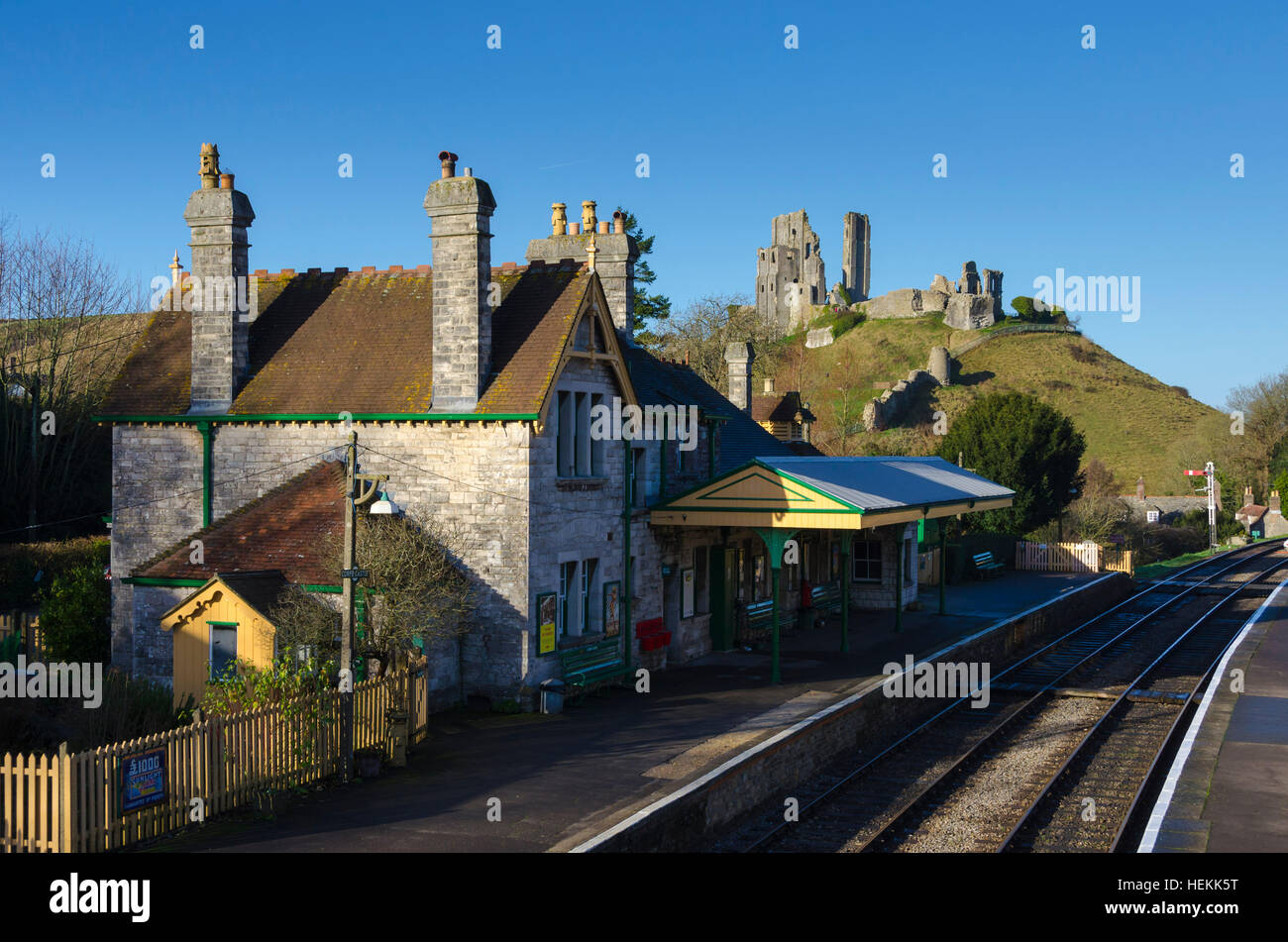 Corfe Castle, Dorset, UK.  22nd December 2016.  UK Weather.  Corfe Castle station in Dorset on the restored Swanage - Stock Image