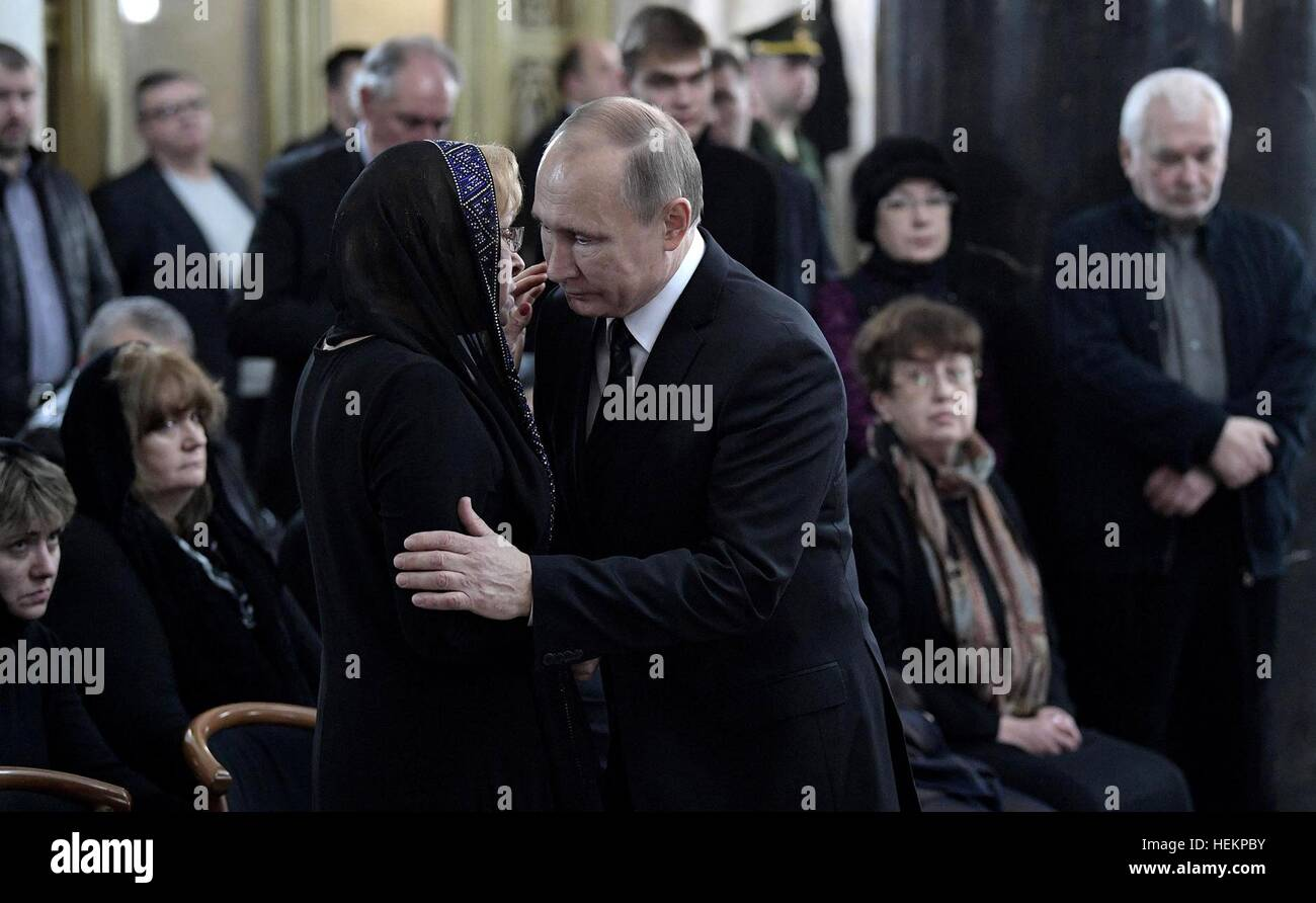 Moscow, Russia. 22nd Dec, 2016. Russian President Vladimir Putin embraces Marina Karlov, widow of Russian Ambassador - Stock Image