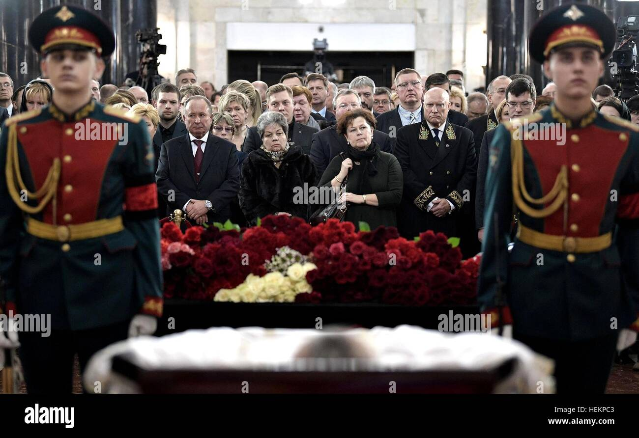 Moscow, Russia. 22nd Dec, 2016. Family and friends pay their respects to Russian Ambassador to Turkey Andrei Karlov - Stock Image