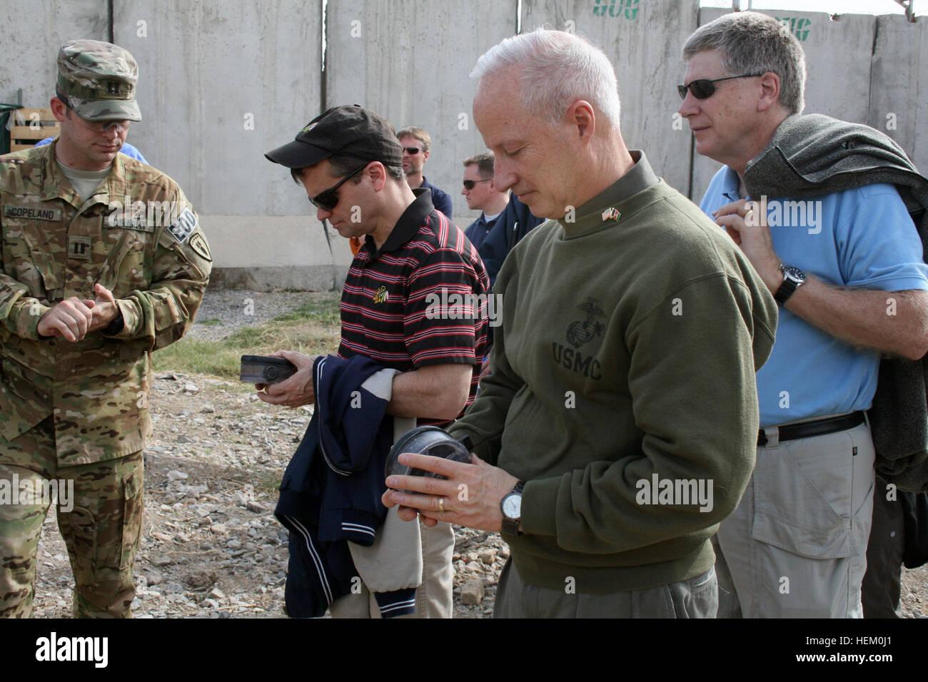KANDAHAR, Afghanistan – Mike Coffman (center), Colorado congressman, Larry Kissell (right), North Carolina congressman, - Stock Image