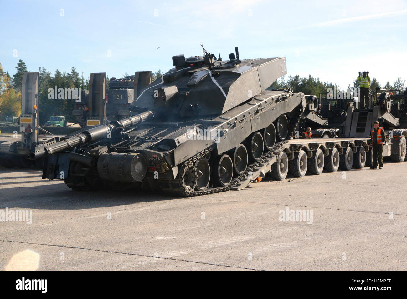 Soldiers of the United Kingdom's Mercian Regiment manuver their Challenger 2 tank onto a truck at Grafenwoehr Training - Stock Image