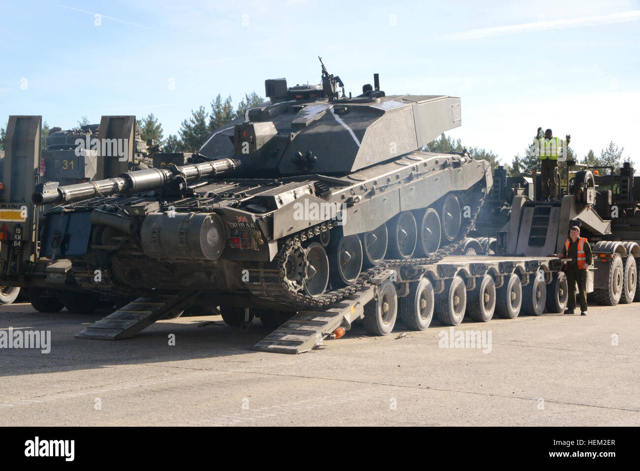 Soldiers of the United Kingdom's Mercian Regiment manuver their Challenger 2 tank onto a truck at Grafenwoehr - Stock Image