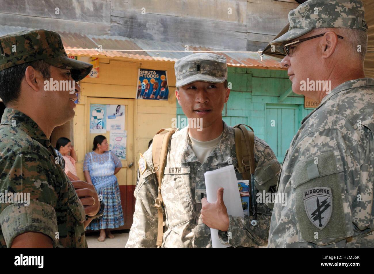 Guatemalan Army Col. Juan Navarro, left, U.S. Army 1st. LT James Orth, 304th Information Operations Battalion, 152nd - Stock Image