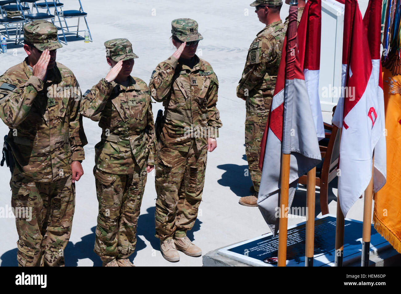 82nd Combat Aviation Brigade Troopers salute a memorial dedicated to U.S. Army Staff Sergeant Robert 'Brian' - Stock Image