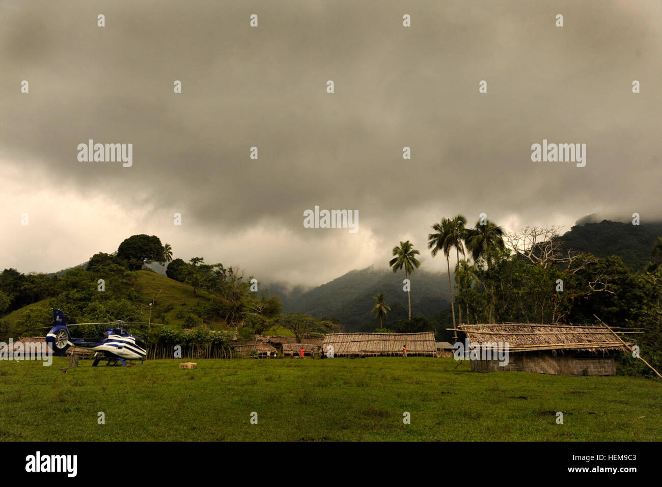 LUGANVILLE, VANUATU -- Service members and civilians from the Joint POW/MIA Accounting Command wait at the nearby - Stock Image
