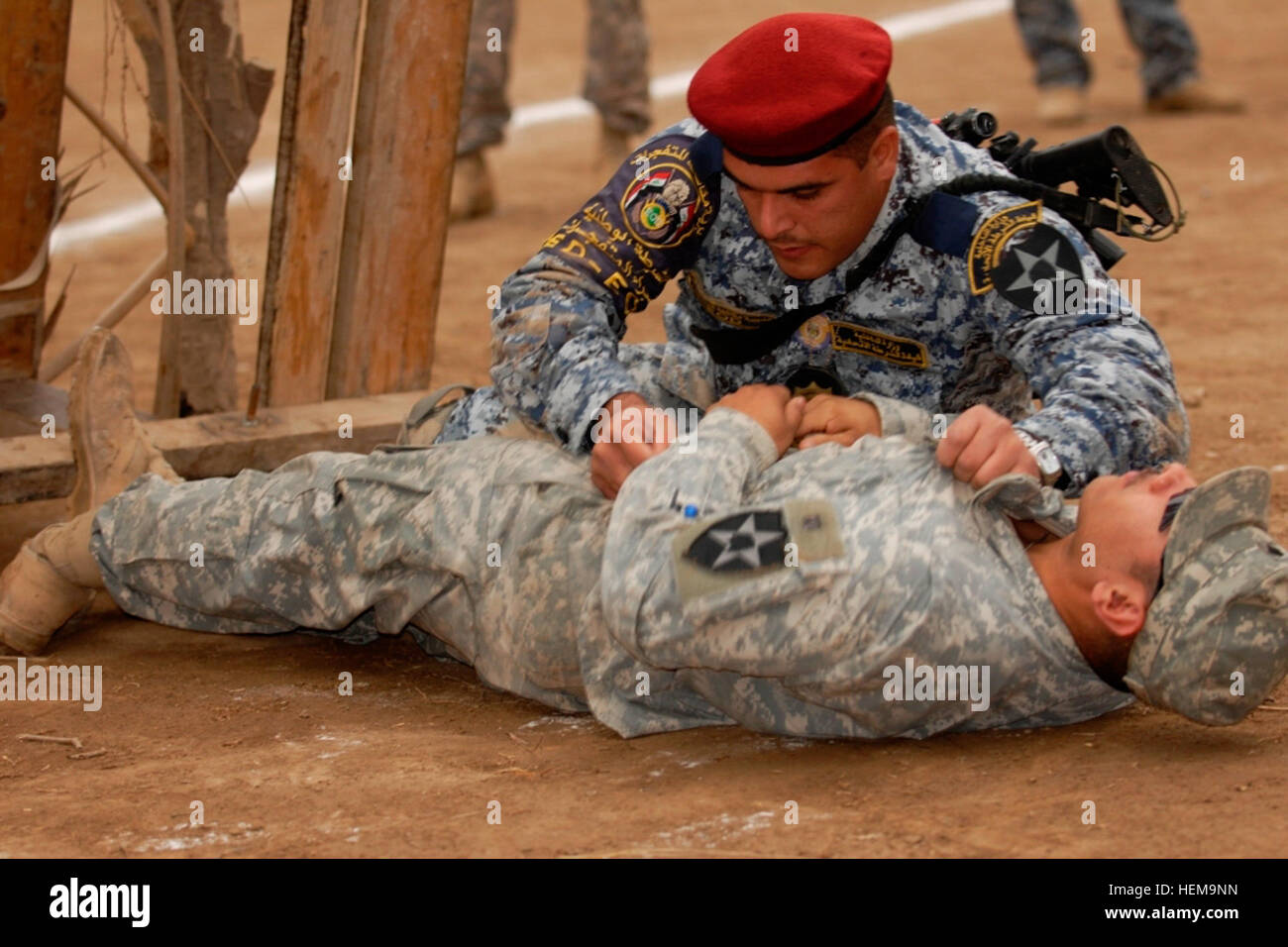 A policeman with the Iraqi Federal Police Explosive Ordnance Disposal Directorates, rolls over a 4th Stryker Brigade - Stock Image