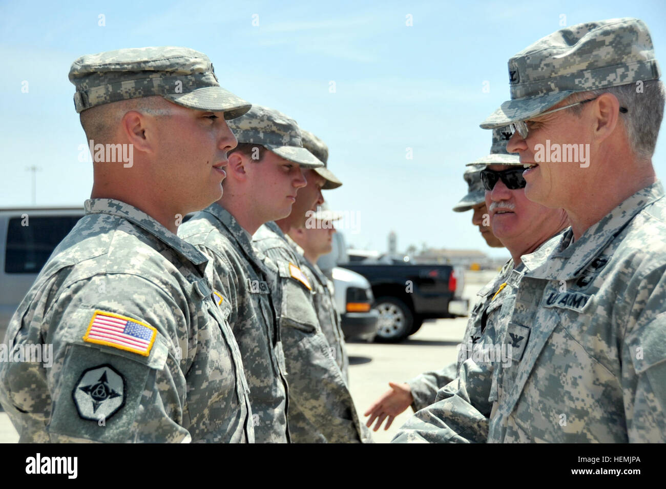 U S Army Reserve Col Richard A Lamb Right Commander Of The Stock Photo Alamy