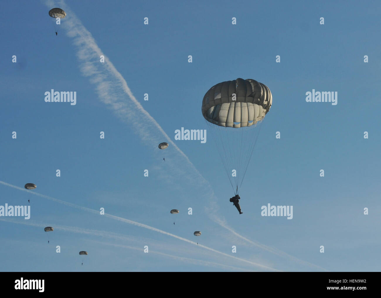 Paratroopers from the 5th Quartermaster Detachment (Airborne), 21st Theater Sustainment Command, along with other - Stock Image