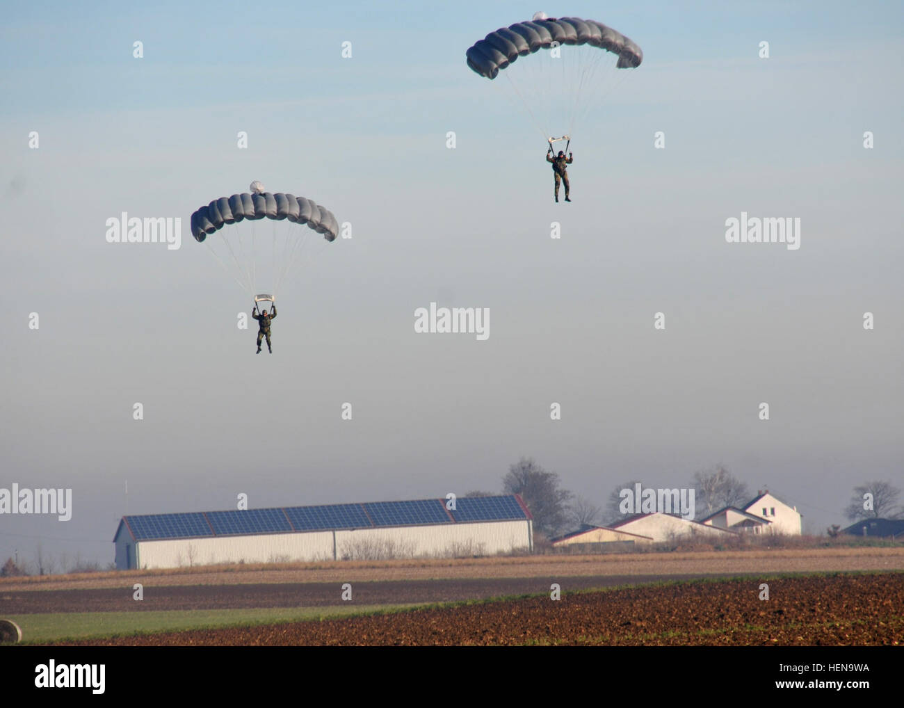 German paratroopers conduct a high altitude, low opening jump over the Alzey Drop Zone near Kaiserslautern Dec. - Stock Image
