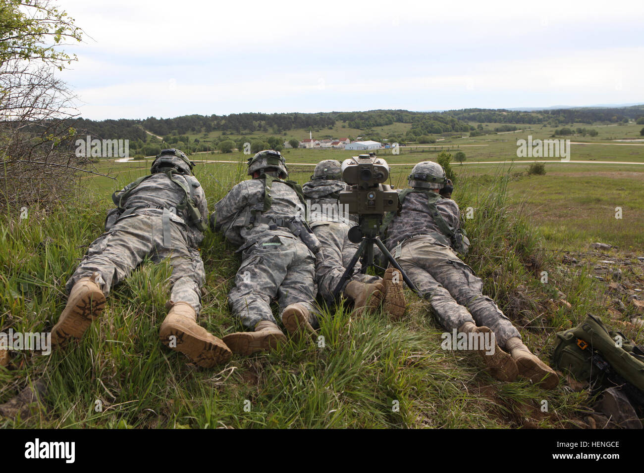 U.S. Soldiers assigned to 2nd Battalion, 5th Cavalry Regiment, 1st Brigade Combat Team, 1st Cavalry Division search Stock Photo