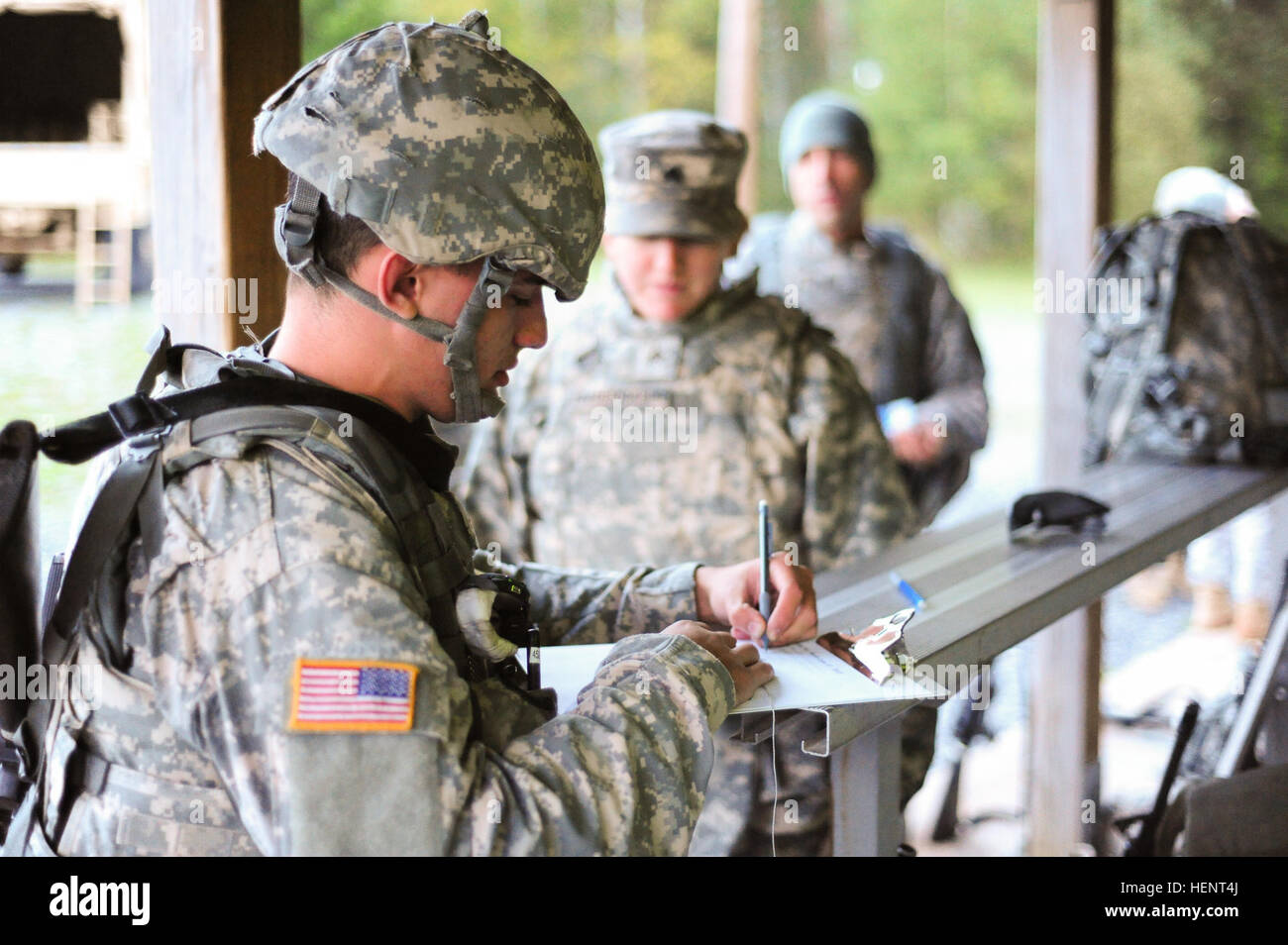 d46516d347 U.S. Army Pfc. Kevin Alba, foreground, assigned to Bavaria Medical  Department Activity,