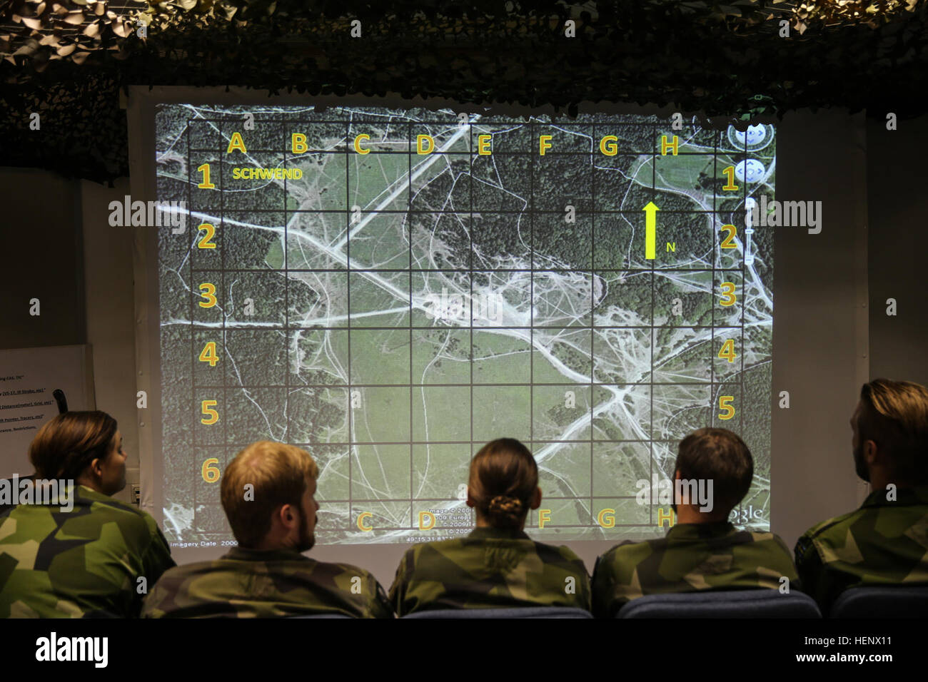 Swedish soldiers assigned to the Swedish Armed Forces Intelligence and Security Centre look at a map while attending - Stock Image