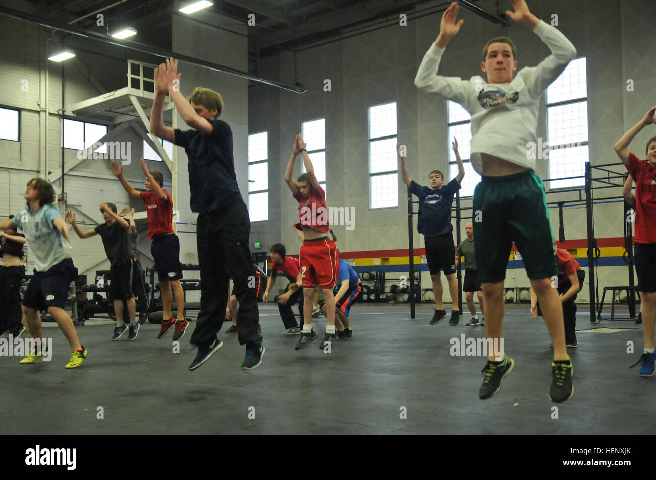 Hockey team players from Eagle River High School work out during a leadership development day hosted by paratroopers - Stock Image