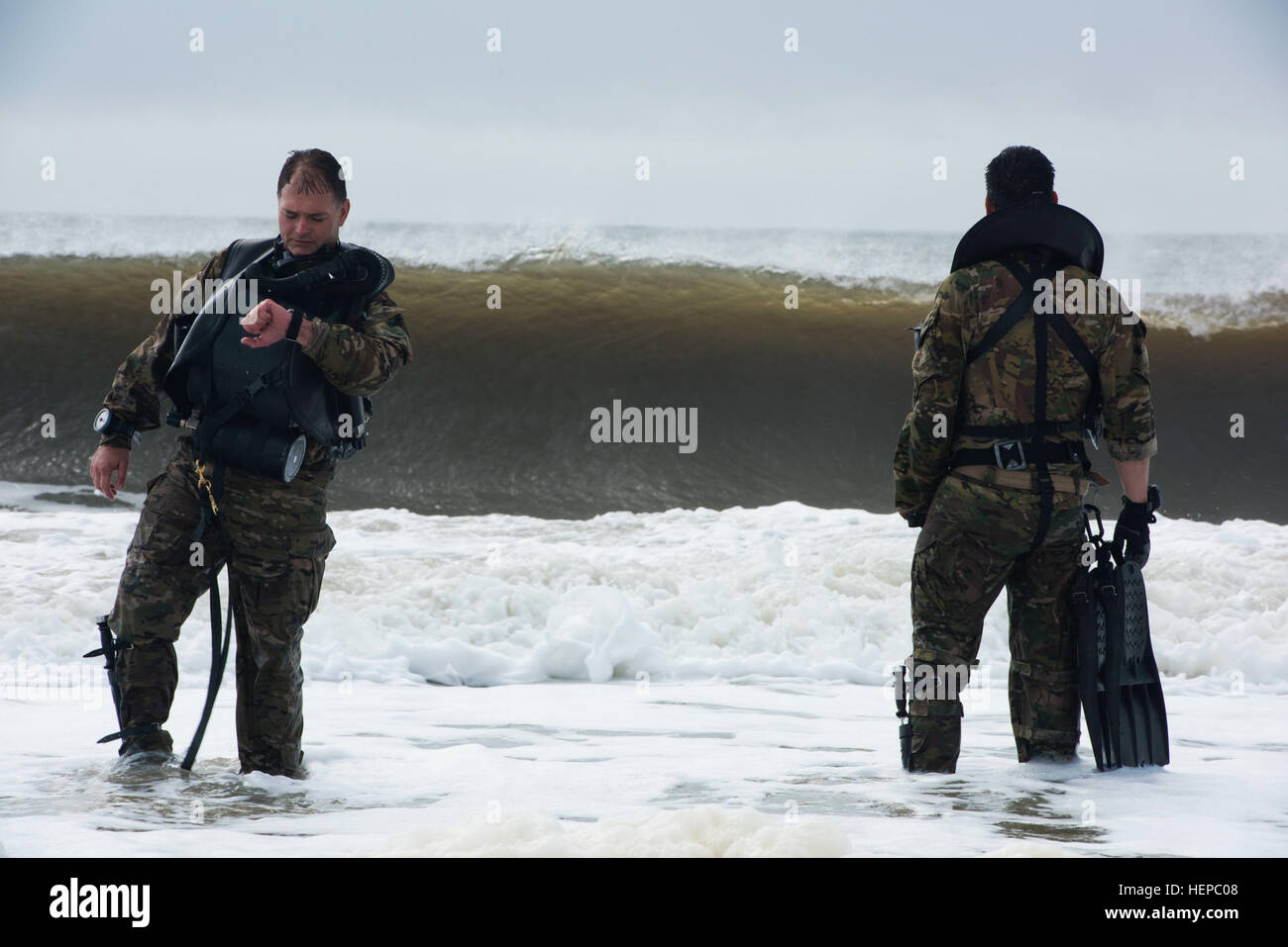 Members of the Army National Guard's 20th Special Forces Group (Airborne) prepare to enter the water at Naval - Stock Image