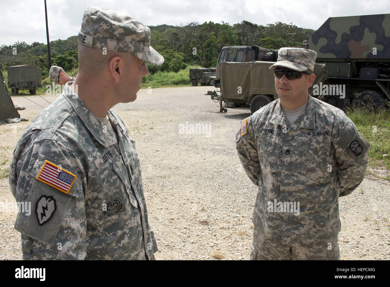 Army Command Sgt. Maj. Eric C. Dostie (left), command sergeant major, U.S. Army Japan and I Corps (Forward), speaks - Stock Image