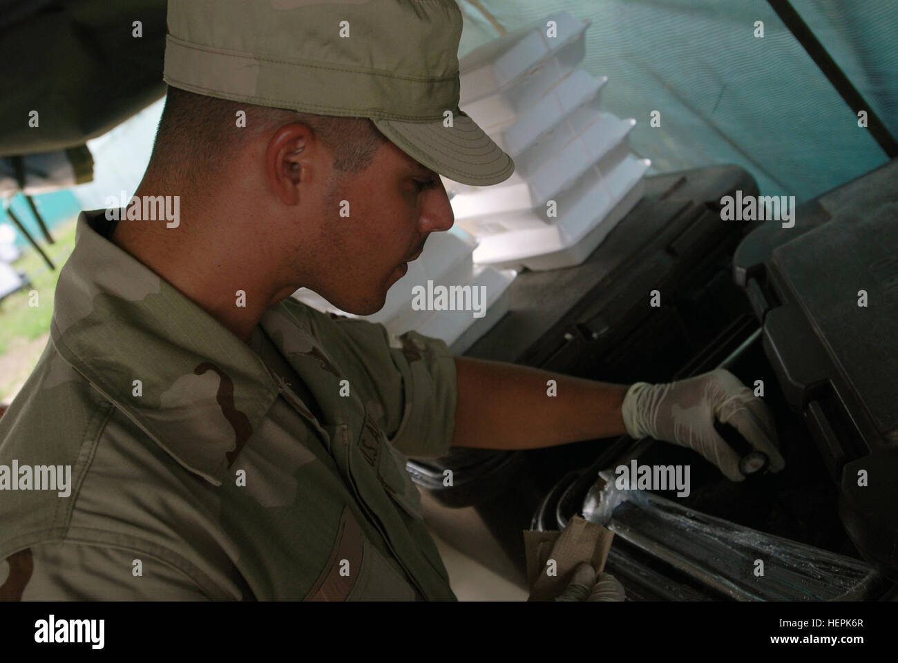 GUANTANAMO BAY, Cuba – Air Force Staff Sgt. Wilmer Rodriguez, a Joint Task Force Trooper working in the logistics - Stock Image