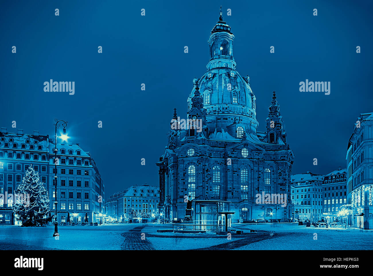 The Frauenkirche Church in the city of Dresden, Saxony, Germany at Christmas time in blue toning. Die Dresdner Frauenkirche - Stock Image
