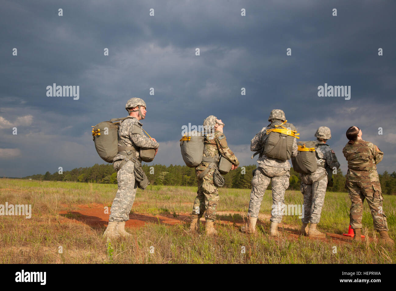 us army paratroopers from the united states army special operations command usasoc and the army special operations aviation command arsoac look out