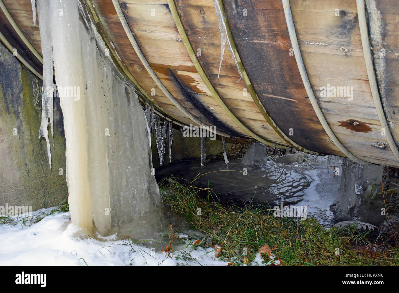 Leaking old wooden pipeline. - Stock Image