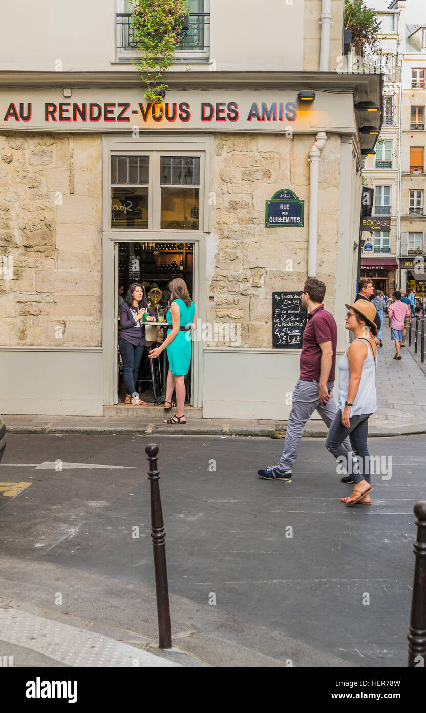 street scene in front of au rendez-vous des amis - Stock Image