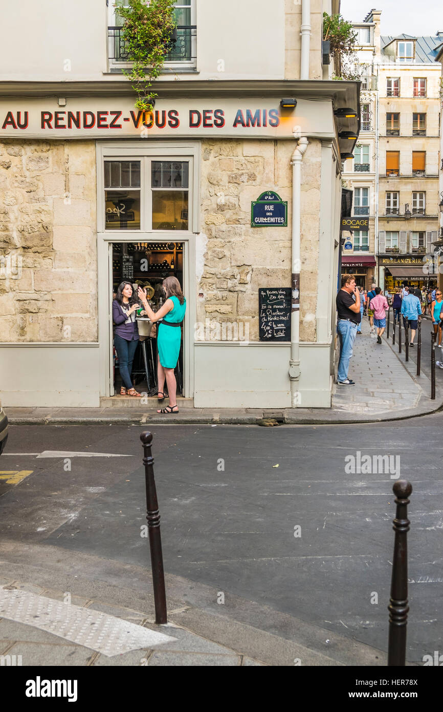 street scene in front of bar bistrot au rendez-vous des amis - Stock Image