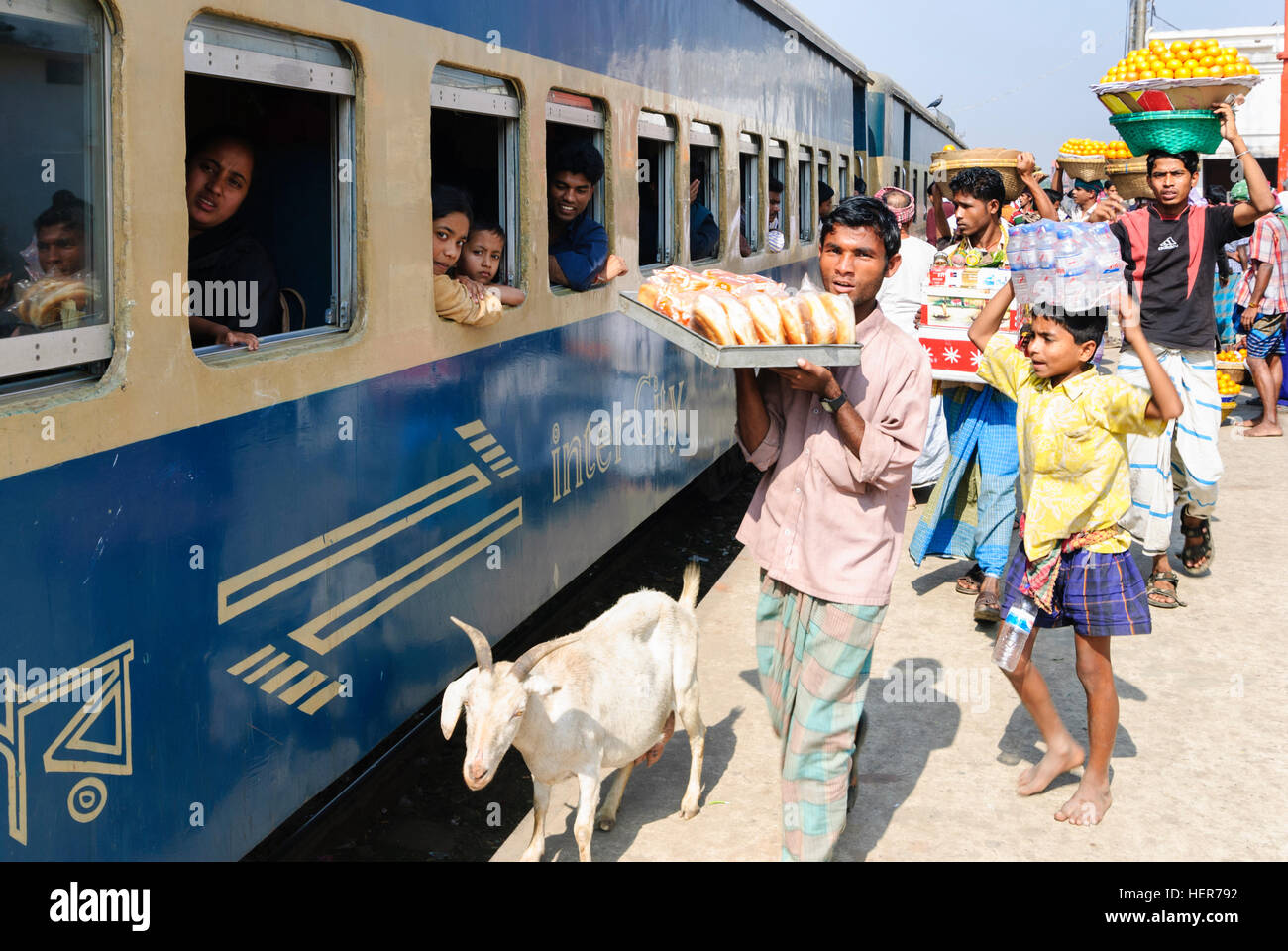 Akhaura: Intercity train in the station, snack salesman with food on head, Chittagong Division, Bangladesh - Stock Image