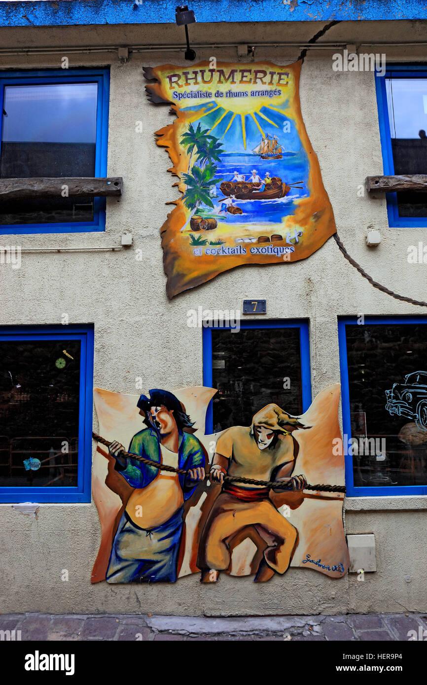 Frankreich, Region Bretagne, Saint Malo, Wandmalerei, an einer Rum-Destillerie, Werbung - Stock Image