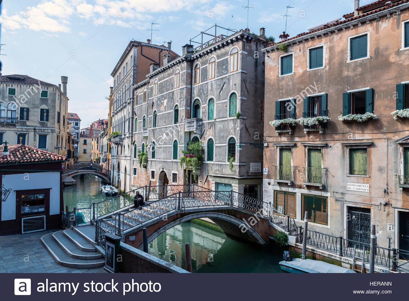 Alte Häuser Mit Brücke Und Kanal, Venedig, Italien