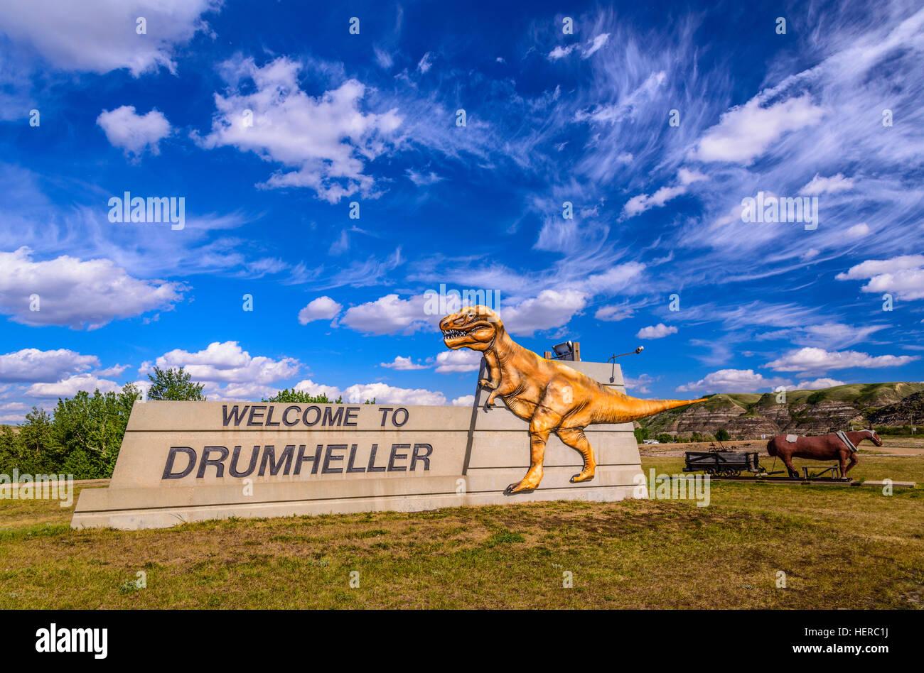 Kanada, Alberta, Canadian Badlands, Red Deer River Valley, Drumheller, South Dinosaur Trail, Nacmine, Willkommensschild, - Stock Image