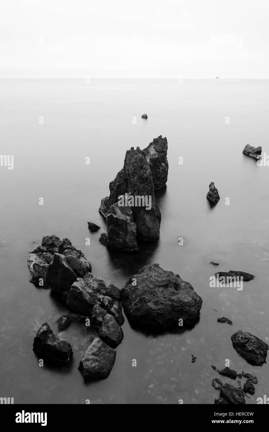 Atlantik Küste, Felsen, Blick aufs Meer, Felsformation, Island Stock Photo